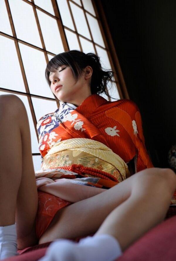 【姫始めエロ画像】日本のお正月はやっぱり着物美人と一夜を過ごしたいですね 28