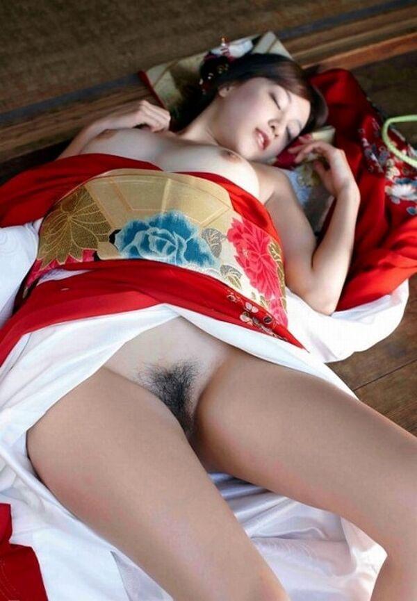 【姫始めエロ画像】日本のお正月はやっぱり着物美人と一夜を過ごしたいですね 36