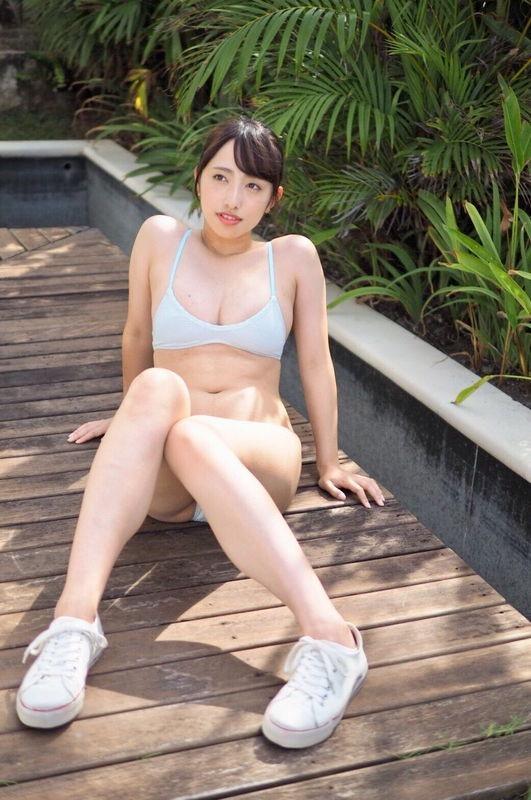 【高梨瑞樹グラビア画像】現役女子大生グラビアアイドルがいきなりマンスジ!? 07