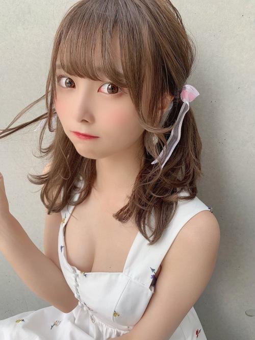 【青木りさエロ画像】近頃カワイイと話題になっている美少女アイドル 25