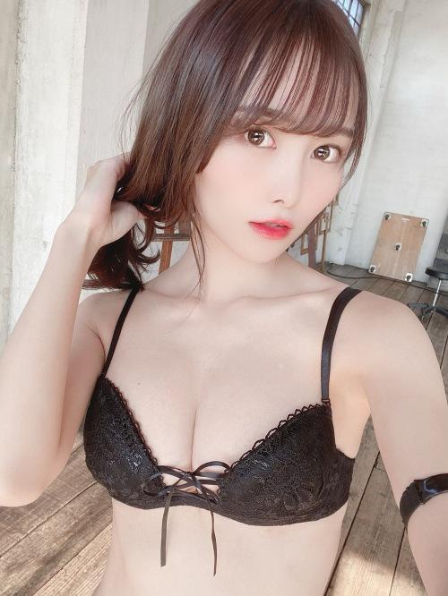 【青木りさエロ画像】近頃カワイイと話題になっている美少女アイドル 32