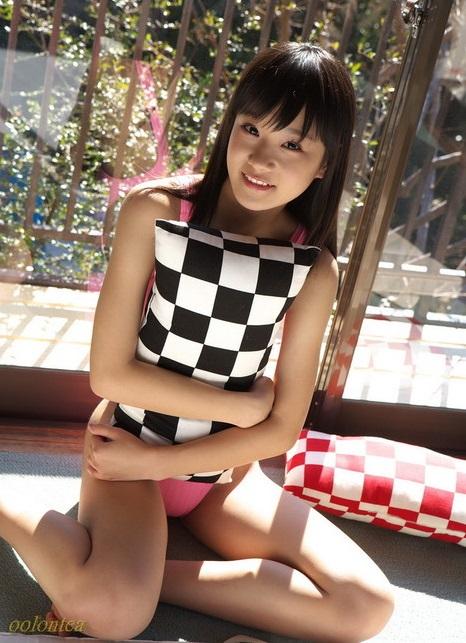 【結城夏那お宝画像】ジュニアアイドルから活躍してたちっぱいグラドル! 09