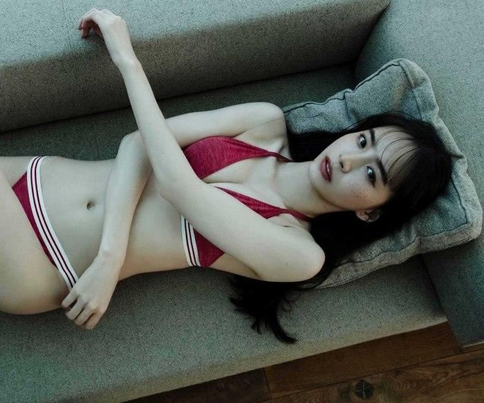 【井桁弘恵水着画像】仮面ライダー女優が魅せたちょっとエッチなビキニ姿!