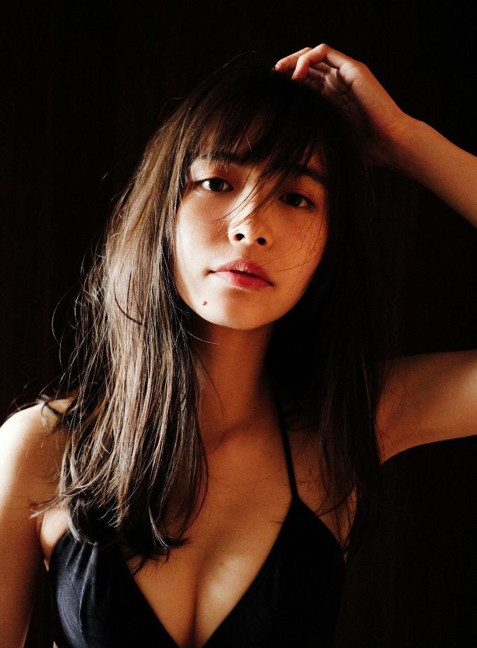 【井桁弘恵水着画像】仮面ライダー女優が魅せたちょっとエッチなビキニ姿! 24