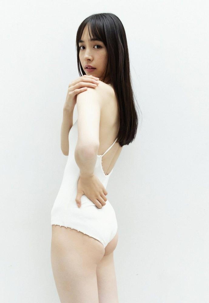 【井桁弘恵水着画像】仮面ライダー女優が魅せたちょっとエッチなビキニ姿! 34