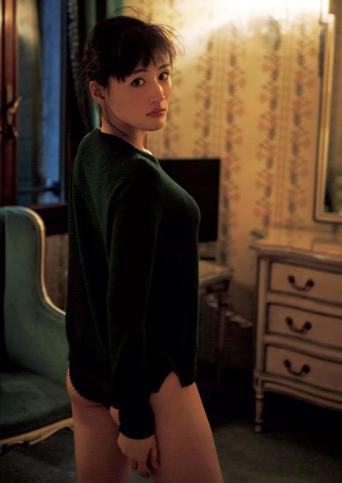 【お尻エロ画像】見てるとムラムラしてくれる性欲をソソられるお尻の美女 18