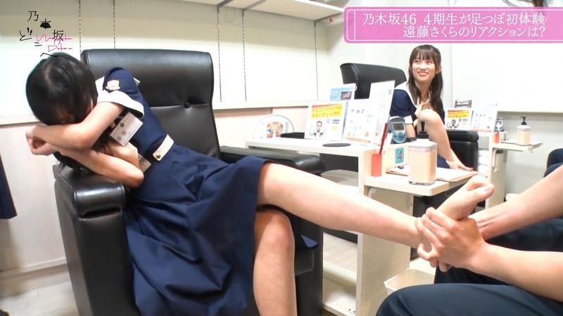 【遠藤さくらお宝画像】足つぼマッサージで悶ちゃってる乃木坂アイドルw 15