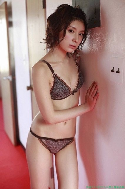 【仲村みうエロ画像】芸能界完全引退から5年後にAV女優になった元グラドル 34