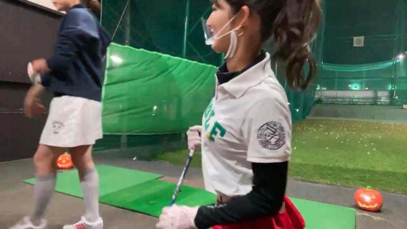 【女子アナキャプ画像】ゴルフでスカートひらひらさせてパンチラ寸前!? 04