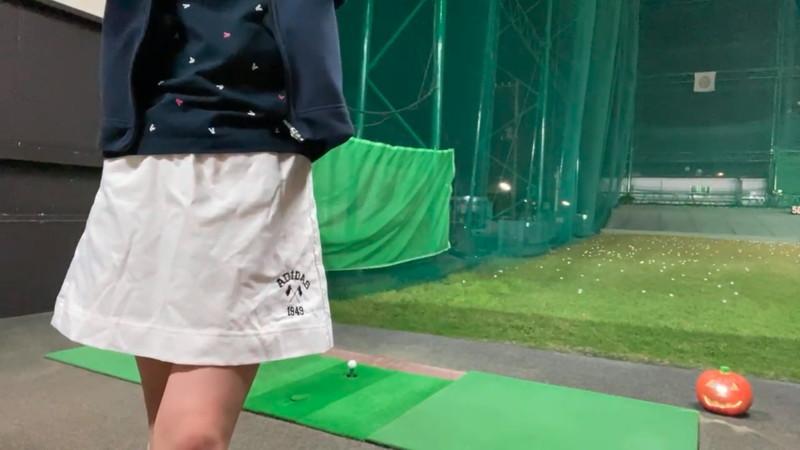 【女子アナキャプ画像】ゴルフでスカートひらひらさせてパンチラ寸前!? 06
