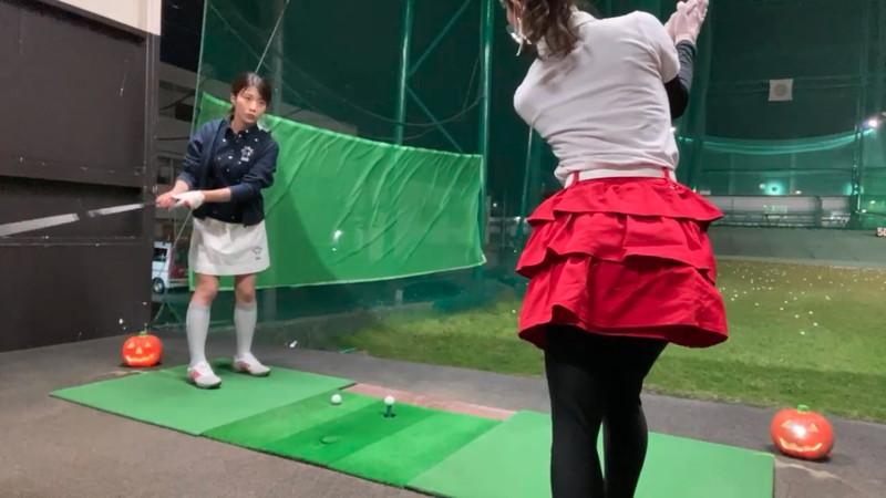 【女子アナキャプ画像】ゴルフでスカートひらひらさせてパンチラ寸前!? 11
