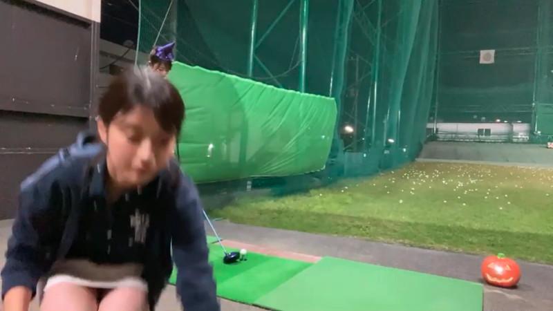 【女子アナキャプ画像】ゴルフでスカートひらひらさせてパンチラ寸前!? 15