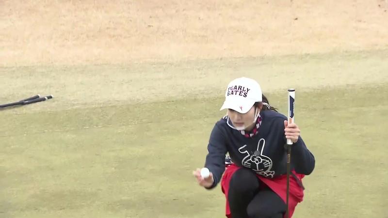 【女子アナキャプ画像】ゴルフでスカートひらひらさせてパンチラ寸前!? 16