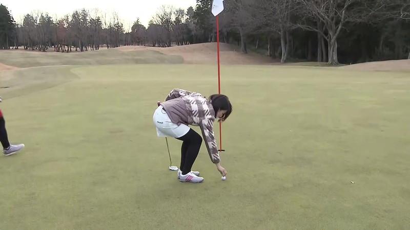 【女子アナキャプ画像】ゴルフでスカートひらひらさせてパンチラ寸前!? 21