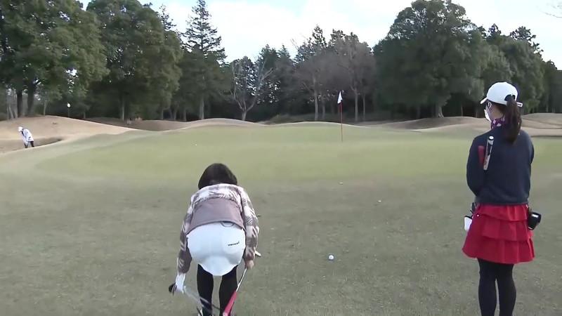 【女子アナキャプ画像】ゴルフでスカートひらひらさせてパンチラ寸前!? 22