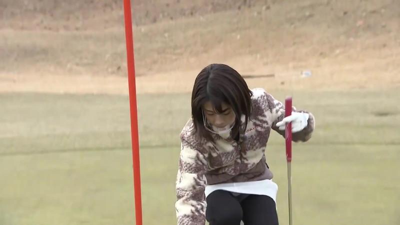 【女子アナキャプ画像】ゴルフでスカートひらひらさせてパンチラ寸前!? 23