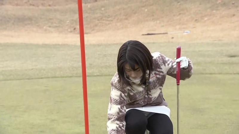 【女子アナキャプ画像】ゴルフでスカートひらひらさせてパンチラ寸前!? 24