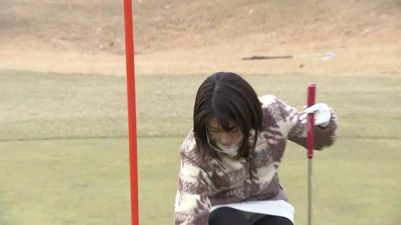 【女子アナキャプ画像】ゴルフでスカートひらひらさせてパンチラ寸前!? 25