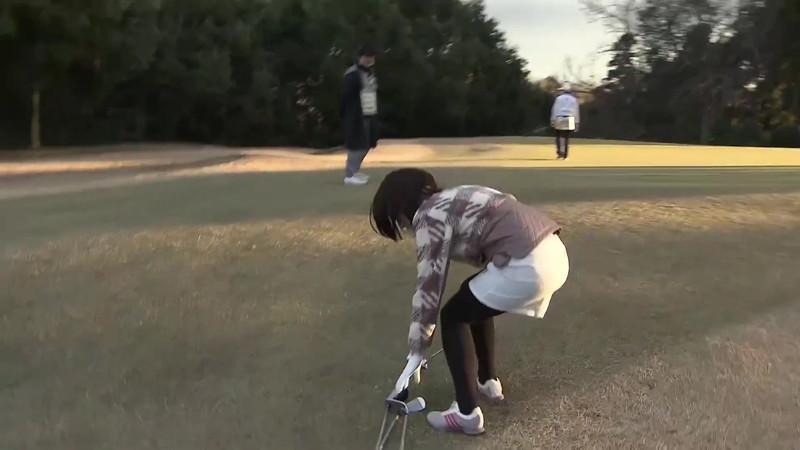 【女子アナキャプ画像】ゴルフでスカートひらひらさせてパンチラ寸前!? 29