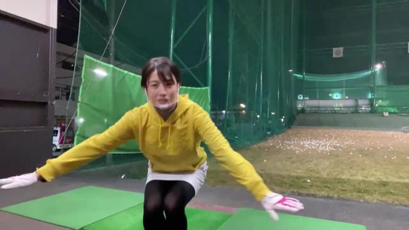【女子アナキャプ画像】ゴルフでスカートひらひらさせてパンチラ寸前!? 34