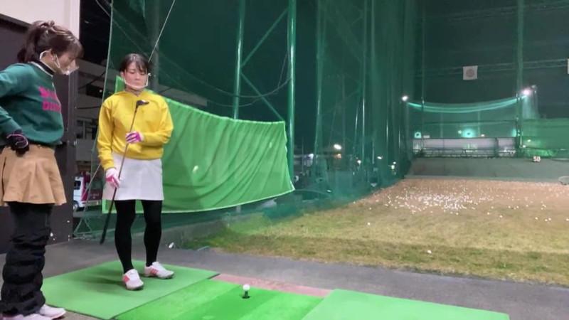 【女子アナキャプ画像】ゴルフでスカートひらひらさせてパンチラ寸前!? 40