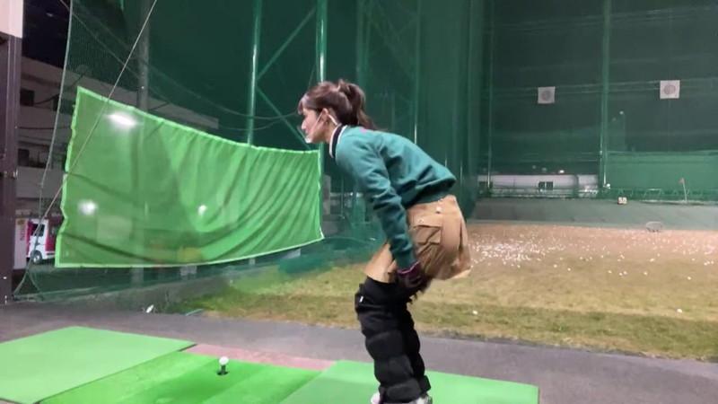 【女子アナキャプ画像】ゴルフでスカートひらひらさせてパンチラ寸前!? 48