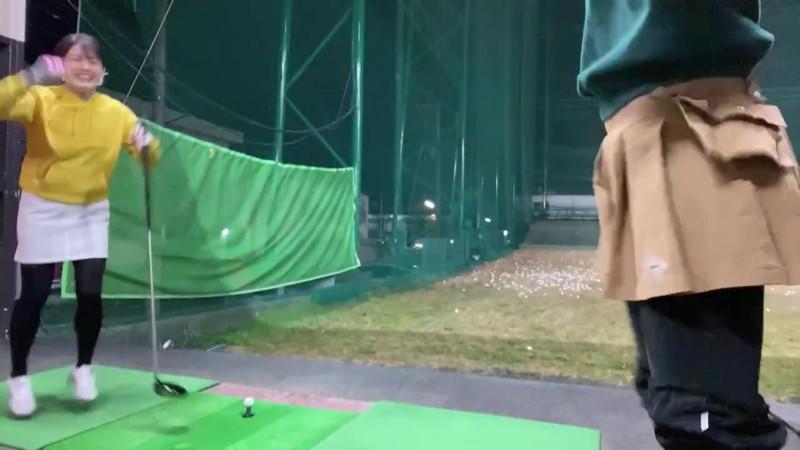 【女子アナキャプ画像】ゴルフでスカートひらひらさせてパンチラ寸前!? 50
