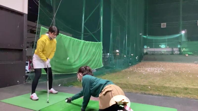 【女子アナキャプ画像】ゴルフでスカートひらひらさせてパンチラ寸前!? 51