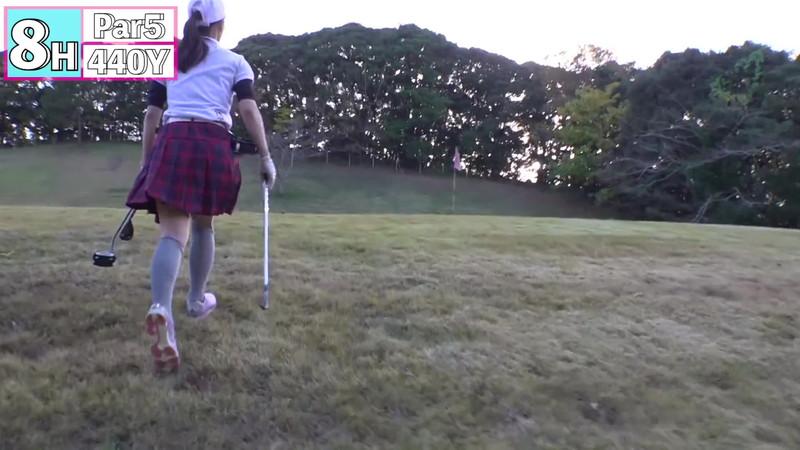 【女子アナキャプ画像】ゴルフでスカートひらひらさせてパンチラ寸前!? 85