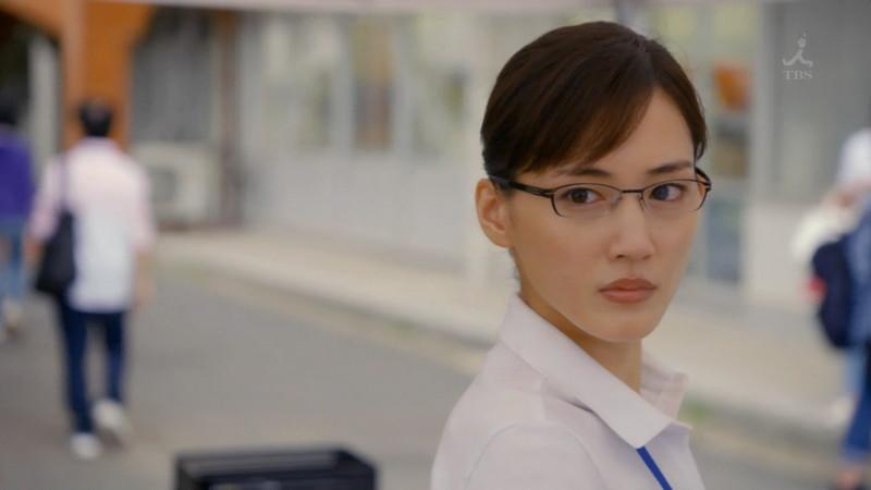 【綾瀬はるかキャプ画像】ベテラン美人女優の着衣谷間やノースリーブ肩出し 26