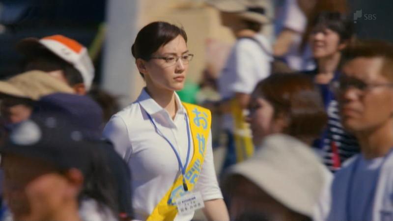 【綾瀬はるかキャプ画像】ベテラン美人女優の着衣谷間やノースリーブ肩出し 31