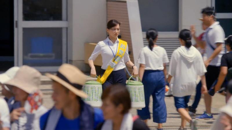 【綾瀬はるかキャプ画像】ベテラン美人女優の着衣谷間やノースリーブ肩出し 32