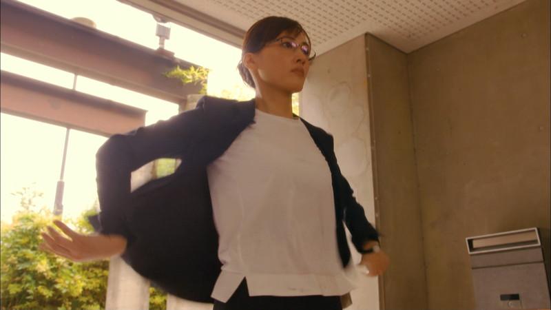 【綾瀬はるかキャプ画像】ベテラン美人女優の着衣谷間やノースリーブ肩出し 60