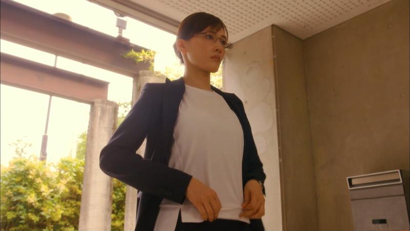【綾瀬はるかキャプ画像】ベテラン美人女優の着衣谷間やノースリーブ肩出し 61