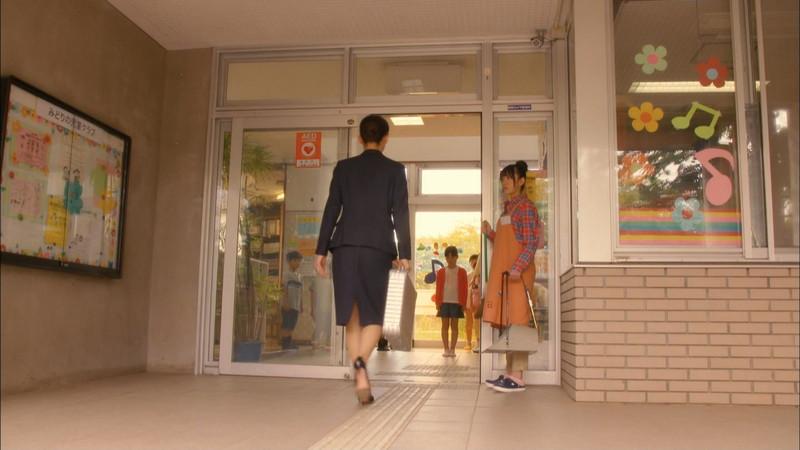 【綾瀬はるかキャプ画像】ベテラン美人女優の着衣谷間やノースリーブ肩出し 71