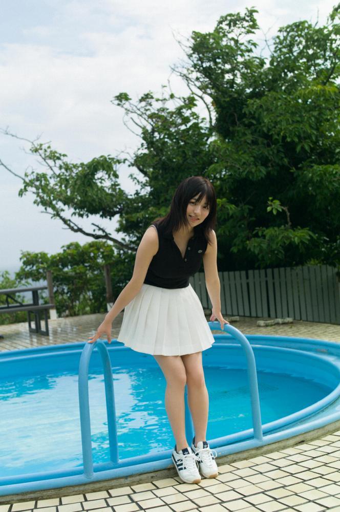 【佐藤七海お宝画像】谷間全開!初水着グラビアやアイドル時代の出演シーン 31