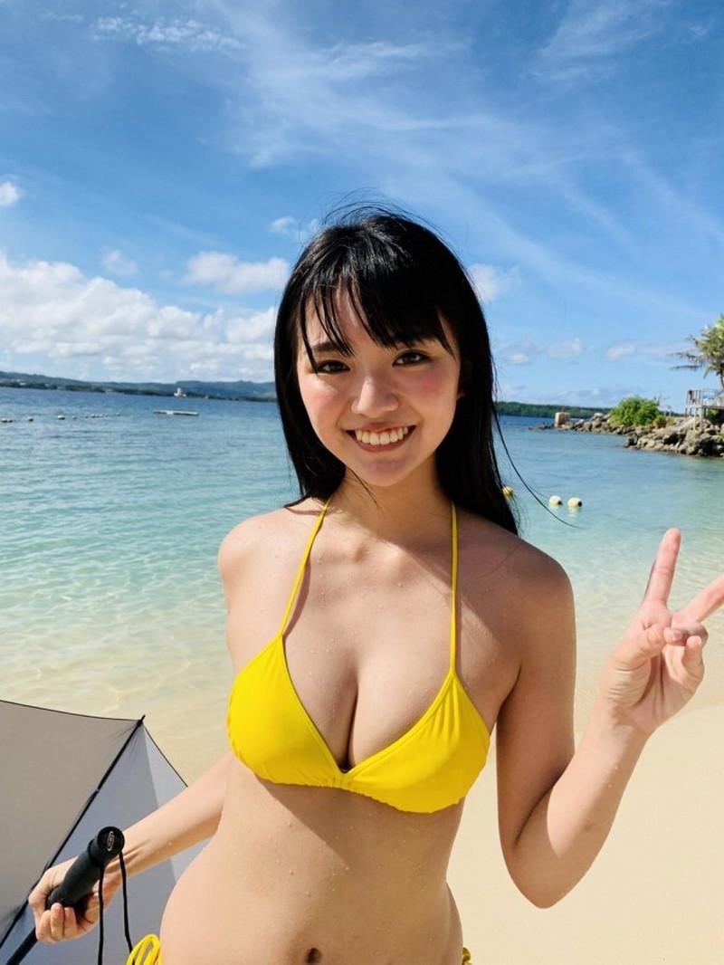 【豊田ルナグラビア画像】二次元的なボディラインが魅力の美少女グラドル 07