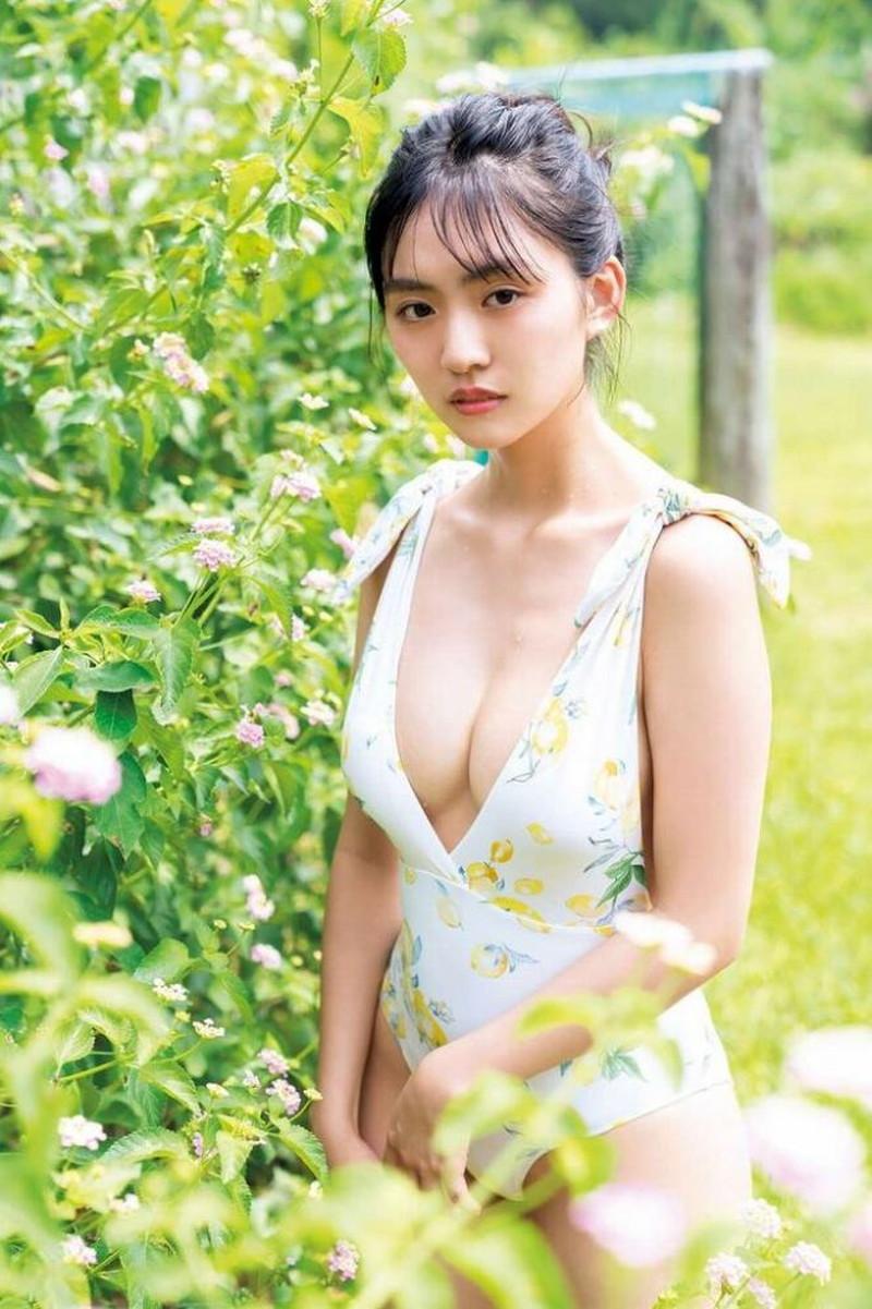 【豊田ルナグラビア画像】二次元的なボディラインが魅力の美少女グラドル 22
