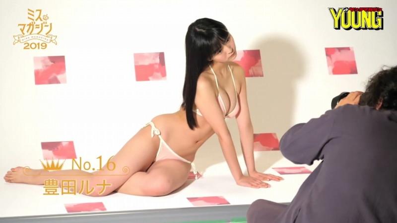 【豊田ルナグラビア画像】二次元的なボディラインが魅力の美少女グラドル 97