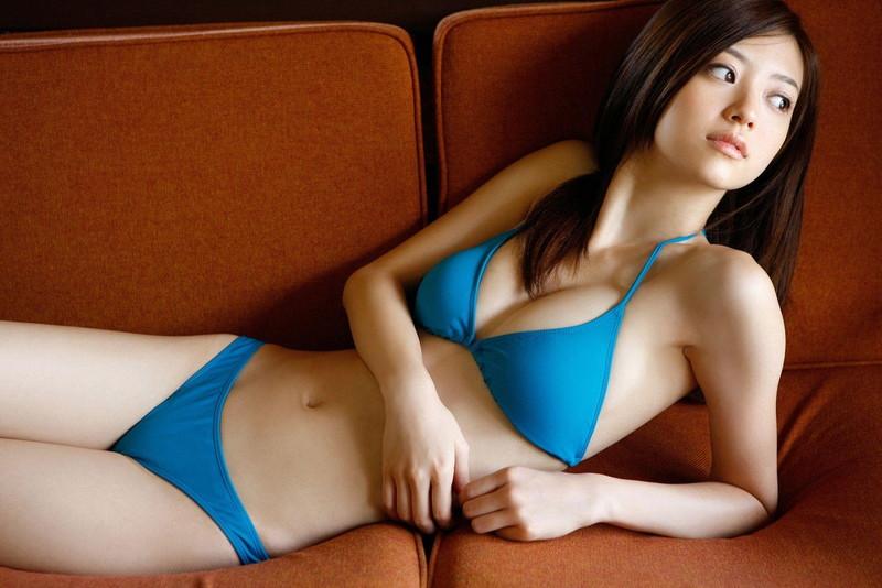【逢沢しずかグラビア画像】Eカップくびれボディを水着でたっぷり魅せつける! 08