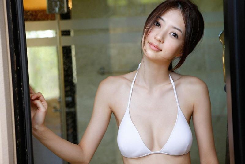 【逢沢しずかグラビア画像】Eカップくびれボディを水着でたっぷり魅せつける! 13