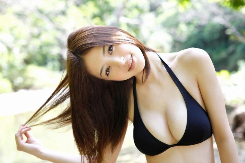 【逢沢しずかグラビア画像】Eカップくびれボディを水着でたっぷり魅せつける! 26