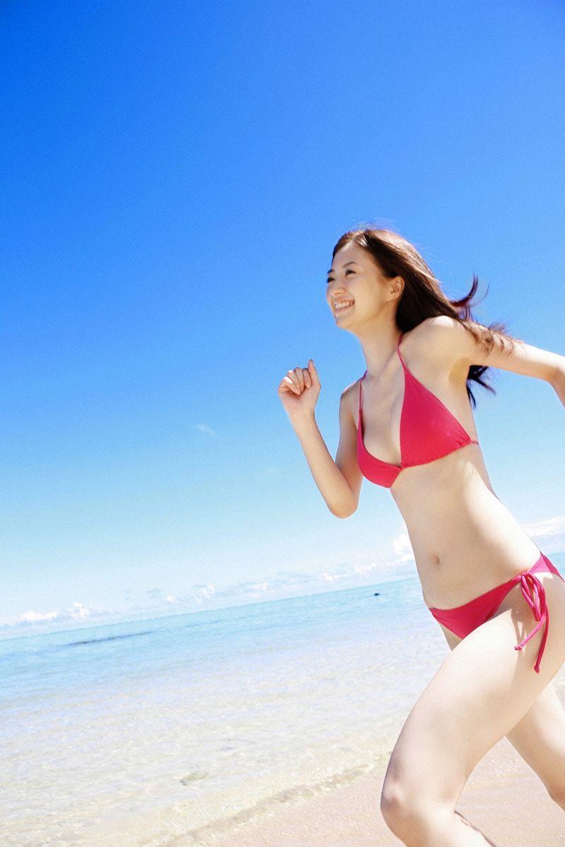 【逢沢しずかグラビア画像】Eカップくびれボディを水着でたっぷり魅せつける! 56