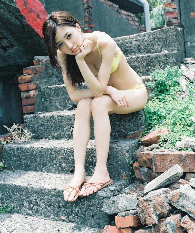 【逢沢しずかグラビア画像】Eカップくびれボディを水着でたっぷり魅せつける! 97