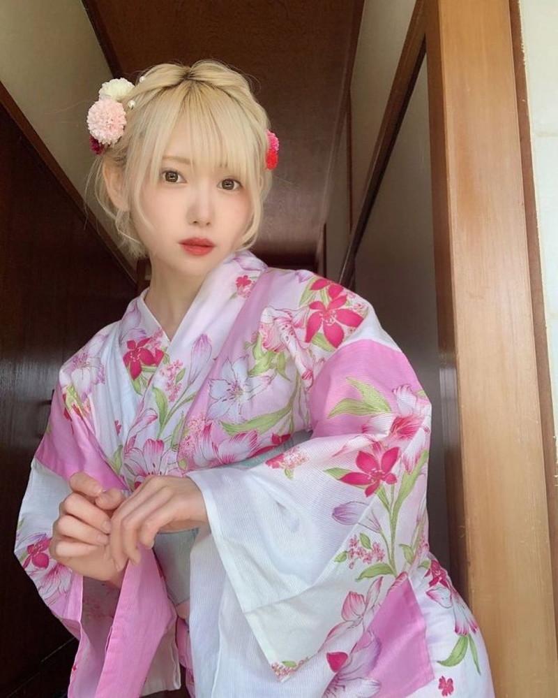 【篠崎こころグラビア画像】モデルにコスプレに女優とマルチに頑張ってる元アイドル 14