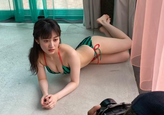 【川上千尋グラビア画像】ストレートの黒髪ロングがキレイなスタイル抜群美少女 73