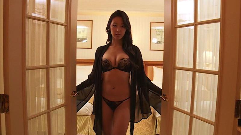 【澤山璃奈キャプ画像】熟女になっても引き締まったEカップくびれボディがエロい 48