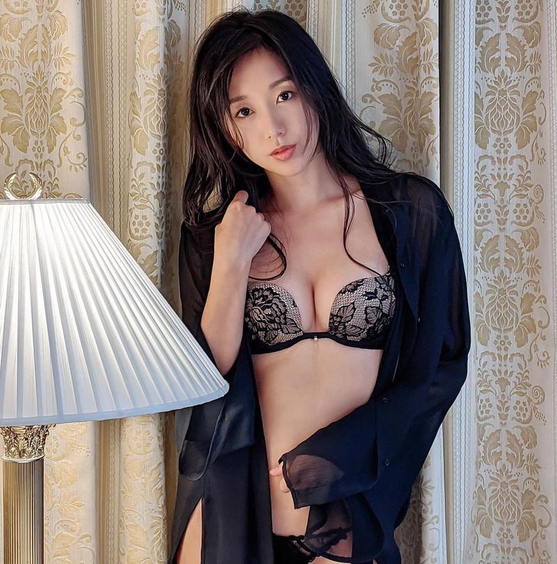 【澤山璃奈キャプ画像】熟女になっても引き締まったEカップくびれボディがエロい 64