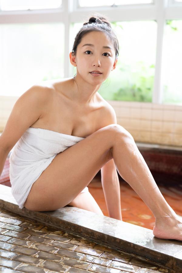【澤山璃奈キャプ画像】熟女になっても引き締まったEカップくびれボディがエロい 72