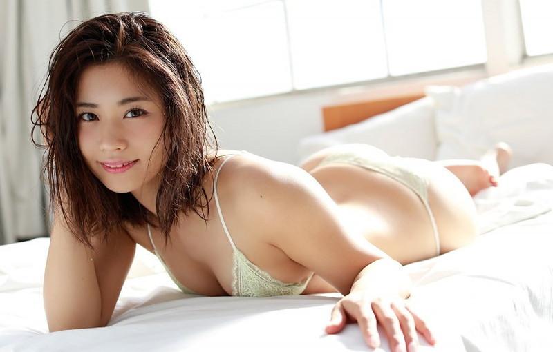 【安枝瞳グラビア画像】95cmもある大きく綺麗なお尻が最高過ぎる!